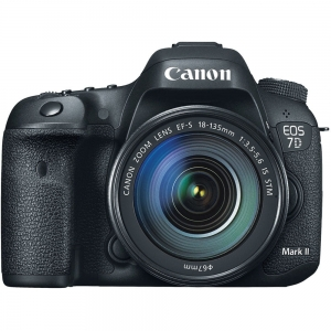 Canon EOS 7D Mark II + 18-135 IS STM